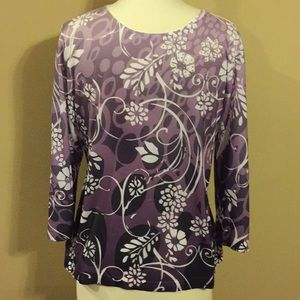 Tops - Beautiful lavender/cream colored 3/4 sleeve top